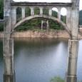 その吊り橋の隣には…